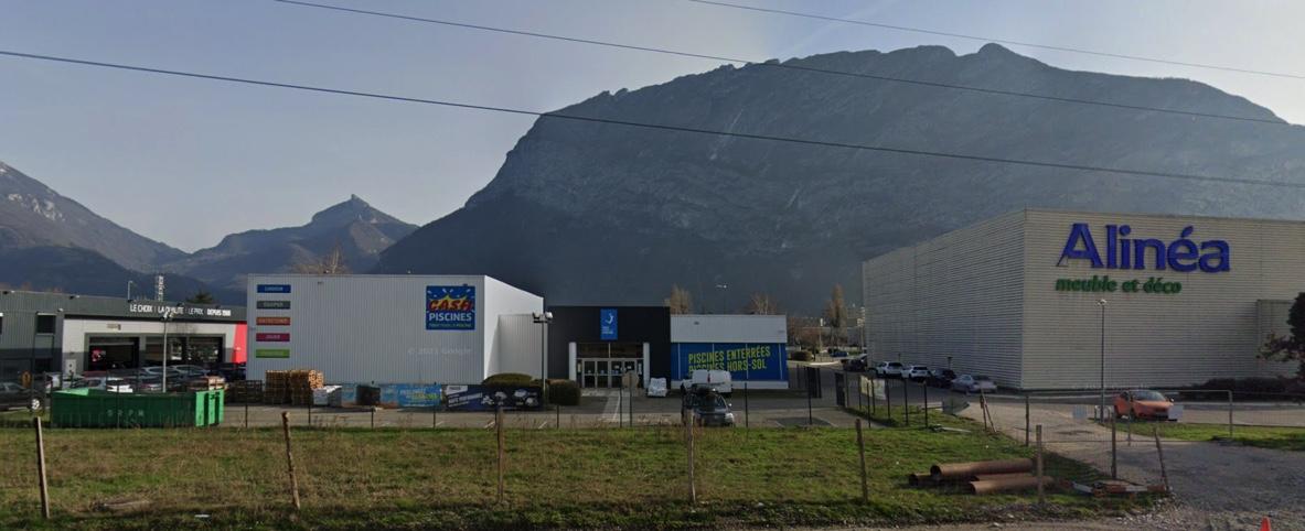 Saint Egrève (38382) – Zone commerciale CAP des H, 5 Rue des Glairaux